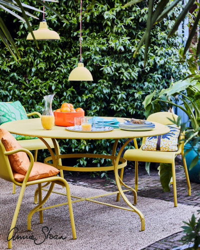 Annie-Sloan-Outdoor-Dining-English-Yellow-Lacquer-Watermark-1100