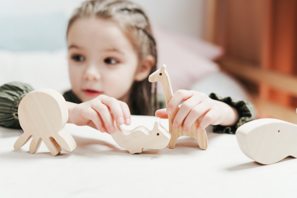 boy-girl-holding-wooden-toys-3662943