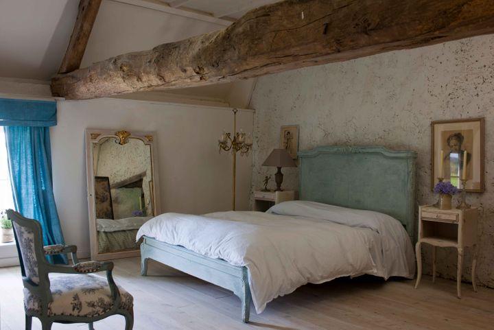 05-11-19-annie-sloan-bedroom