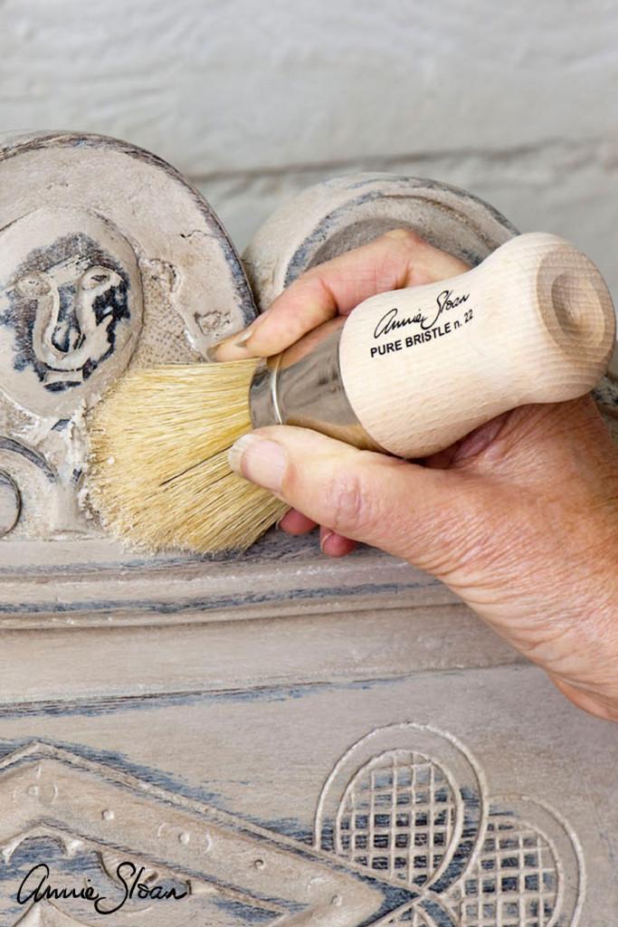 chalk-paint-wax-brushes-lifestyle-shot-